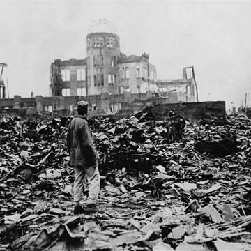 150803-hiroshima-aftermath-12p_7b60cbe2619912a12592539c8b2895c8.nbcnews-fp-360-360