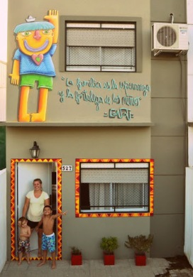 -La familia es la esperanza y la fortaleza de los niños-Street art in Argentina by artist Guri....