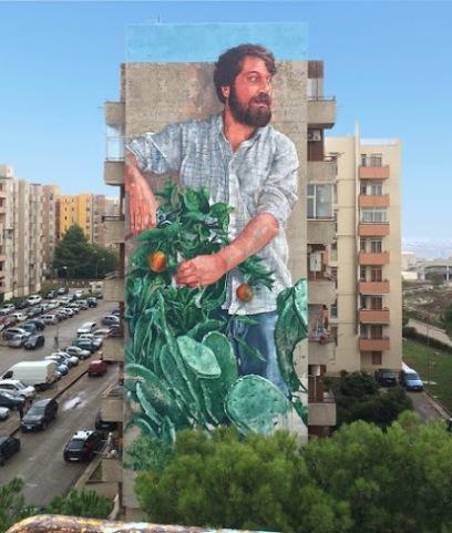 the-gardener-streetart-in-ragusa-italy-by-artist-fintan-magee-for-festiwall