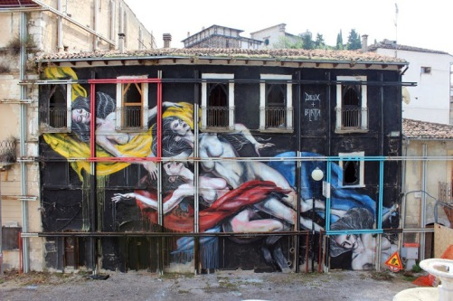 effimera-streetart-in-italky-on-a-post-earthquake-building-by-artists-desx-and-darek-blatta