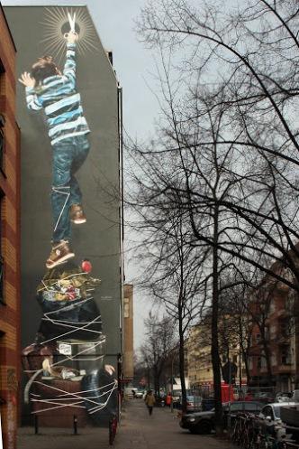 dein-fernseher-lu%cc%88gt-street-art-in-berlin-reuterkiez-germany-by-artists-innerfields