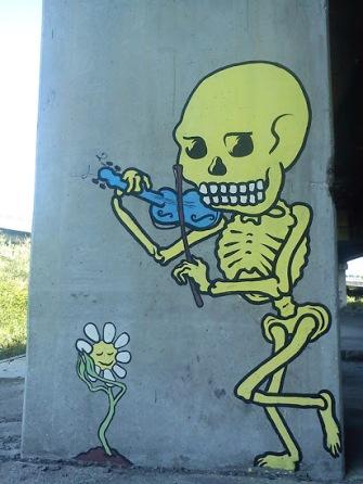 skull-streetart-in-naples-italy-by-artist-arp