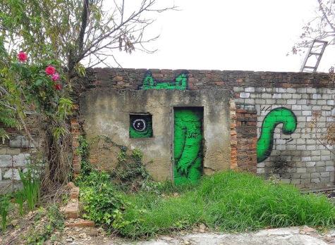 streetart-in-bogota-colombia-by-artist-lunar